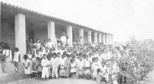 Imagen de Alumnos y padres de familia de una escuela agraria (propio)