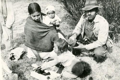 Imagen de Familia campesina en el Paseo de la Reforma (propio)