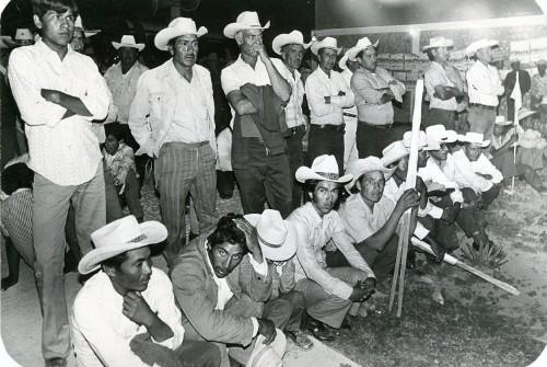 Imagen de Campesinos esperando el mitin (propio)