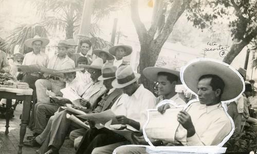 Imagen de Campesinos recibiendo sus títulos de propiedad (propio)