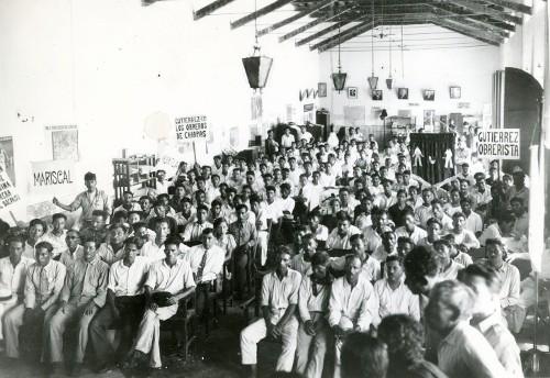 Imagen de Reunión de campesinos en la casa del agrarista (propio)
