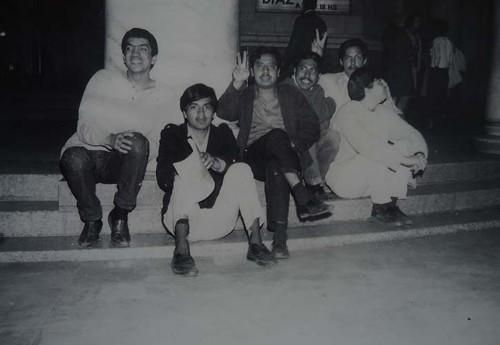 Imagen de Miembros de la generación de 1965 en la entrada del Palacio de Bellas Artes (atribuido)