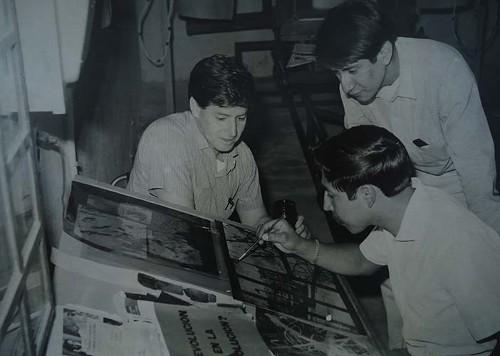 Imagen de Estudiantes de grabado en una mesa de retoque (atribuido)