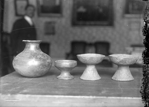 Imagen de Sahumcrios estilo Nayarita expuestos en un museo (propio), Sahumerios estilo nayarita expuestos en un museo (alternativo)