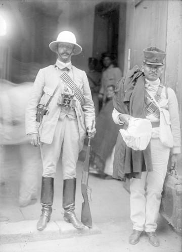 Imagen de Felipe Ángeles y soldado federal