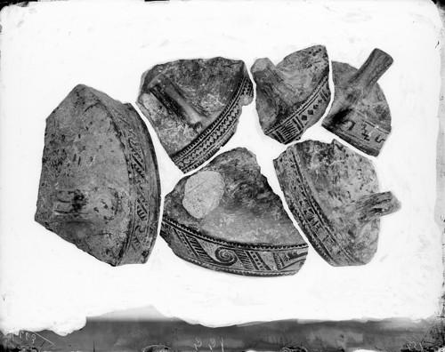Imagen de Vasija trípode decorada, fragmentos (propio)
