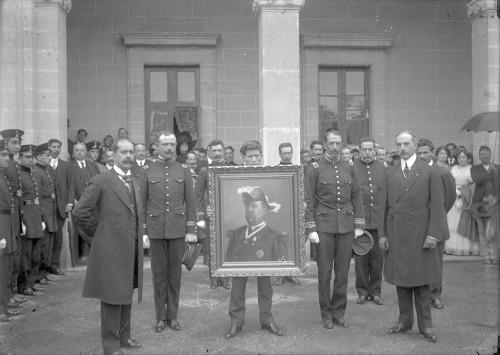 Imagen de Víctor Hernández Covarrubias en la entrega del óleo del Gral. Villegas al Colegio Militar
