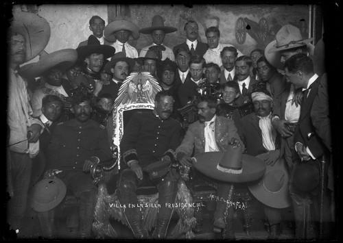 """Imagen de Villa en la silla presidencial (propio), Francisco """"Villa en la silla presidencial"""", acompañado por Emiliano Zapata (atribuido)"""