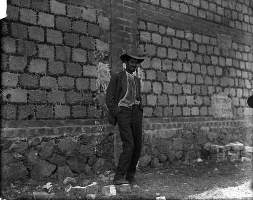Imagen de Fortino Sámano fuma un cigarro antes de ser fusilado (atribuido)
