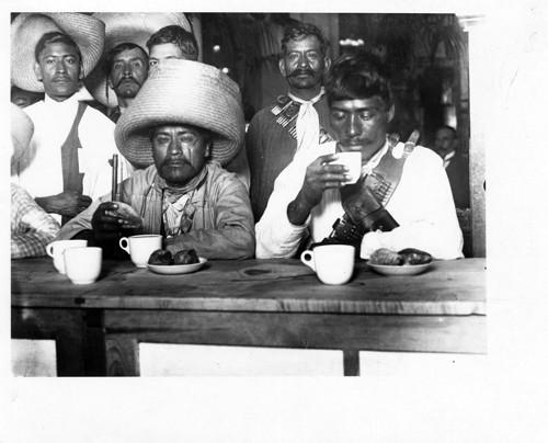 Imagen de Zapatistas desayunándose en Sanborns (atribuido)