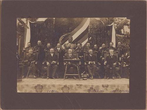 Imagen de Porfirio Díaz acompañado de funcionarios públicos durante la colocación de la primera piedra para el monumento a Vicente Guerrero, retrato de grupo (atribuido)