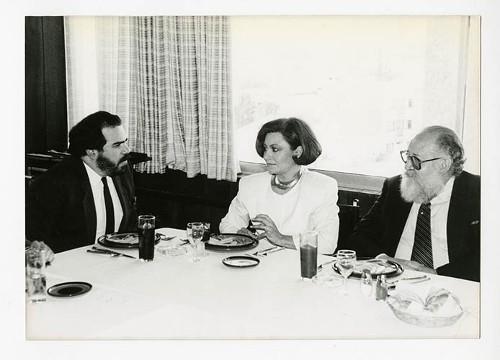 Imagen de Martha Chapa, Ernesto de la Peña y Raúl Zendejas, durante el 50 aniversario de Margarita Michelena, en la Sociedad de Escritores de México (atribuido)