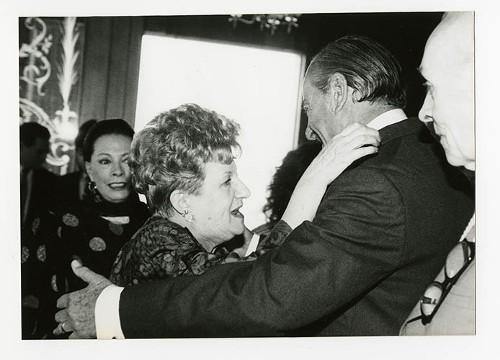 Imagen de Margarita Michelena y José María Fernández Unsáin, durante el 50 aniversario de Margarita Michelena, en la Sociedad de Escritores de México (atribuido)