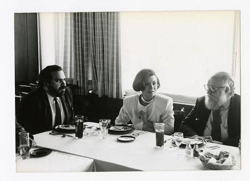 Imagen de Martha Chapa y Ernesto de la Peña, durante el 50 aniversario de Margarita Michelena, en la Sociedad de Escritores de México (atribuido)