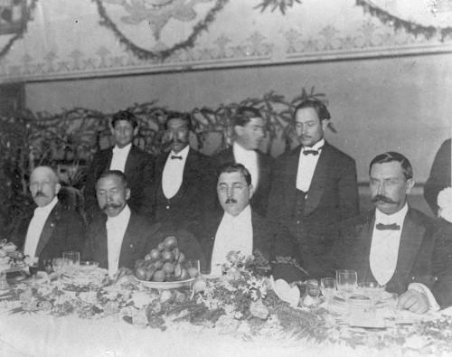 Imagen de Gustavo a. Madero preside un banquete ofrecido en su honor, por su nombramiento como mistro de México en Japón
