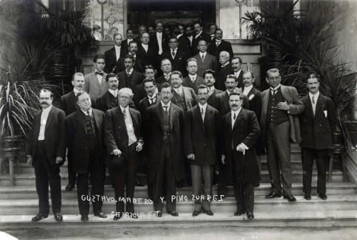 """Imagen de """"Gustavo Madero y Pino Suárez"""" con funcionarios, retrato de grupo"""