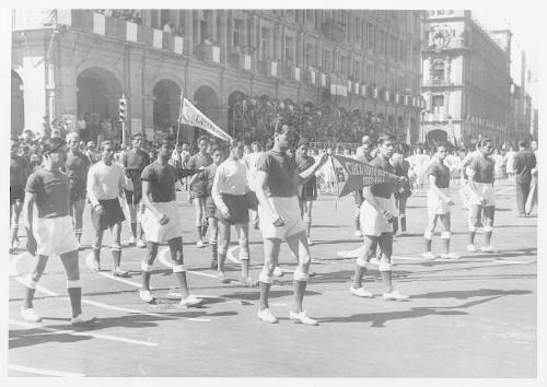 Imagen de Desfile deportivo del 20 de Noviembre