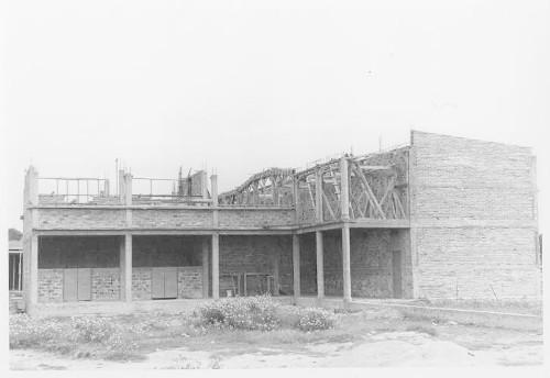 Imagen de Construcción de la escuela en la segunda col. del Periodista
