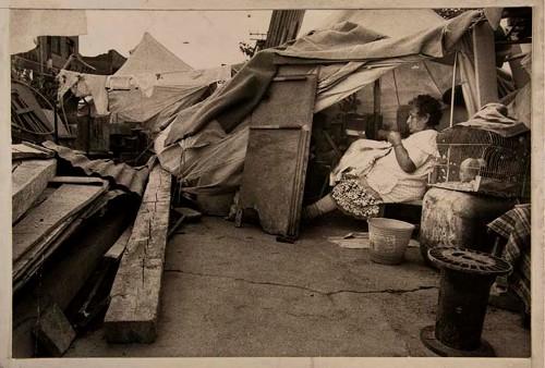 Imagen de Señora en Campamento del Sindicato de Costureras 19 de Septiembre (atribuido)