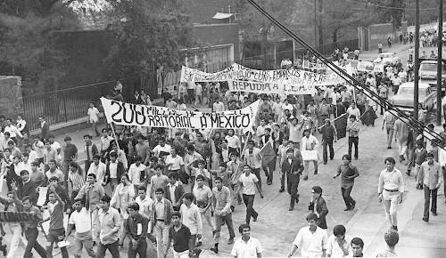 Imagen de Contingente marcha durante el 10 de junio de 1971 (atribuido)