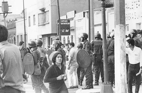 Imagen de Policías durante la marcha estudiantil del 10 de junio 1971 (atribuido)