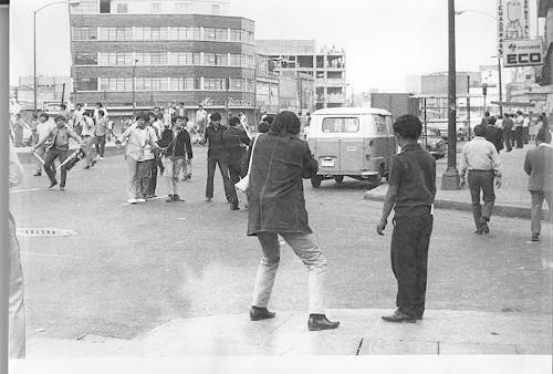 Imagen de Grupo de agresores en la marcha estudiantil del 10 de junio de 1971 (atribuido)