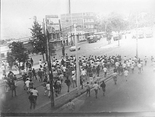 Imagen de Grupo identificado como los halcones durante la marcha estudiantil del 10 de junio de 1971 (atribuido)