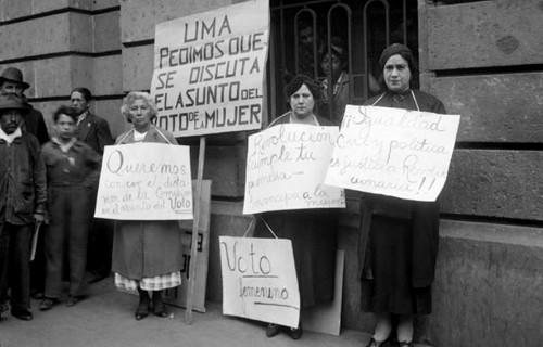 Imagen de Mitin de sufragistas piden el voto electoral de la mujer (atribuido)
