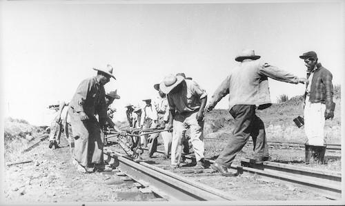 Imagen de Braseros colocando vías de ferrocarril (atribuido)